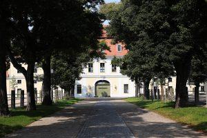 Schloss Graditz am 21.08.2014 im Gestüt Graditz. Copyright by Marc Ruehl - Veroeffentlichung nur gegen Honorar (zzgl.MwSt), Namensnennung und Beleg, Bank Routing Number: BIC GENODED1PAF, Bank Account Number: IBAN DE04 3706 2600 1201 6180 17, Steuer-Nr.: 203/5266/0306, Ust_Id_Nr.: De 100281417, Zur Gaulshuette 29, 50181 Bedburg, Phone: +49-(0)2272-83351, www.marcruehl.com, info@marcruehl.com, No Model Release, Abtretung von Persoenlichkeitsrechten der abgebildeten Person/Personen liegen nicht vor. Speichern in Bilddatenbanken oder Vervielfältigung ist ohne schriftliche Genehmigung nicht gestattet.
